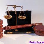 Il carnefice e il tribunale: il suo palcoscenico preferito